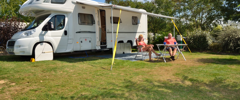 aire de camping car camping vend e 5 toiles camping le pin parasol. Black Bedroom Furniture Sets. Home Design Ideas