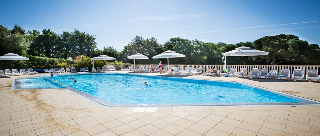 Buitenzwembad camping vendee 5 sterren le pin parasol for Camping evian les bains avec piscine