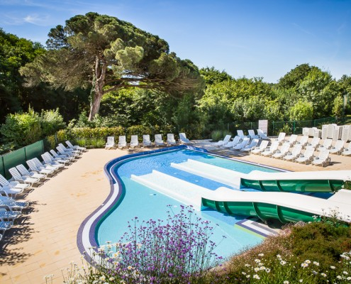 Waterparadijs camping vendee 5 sterren le pin parasol for Camping noirmoutier avec piscine toboggan