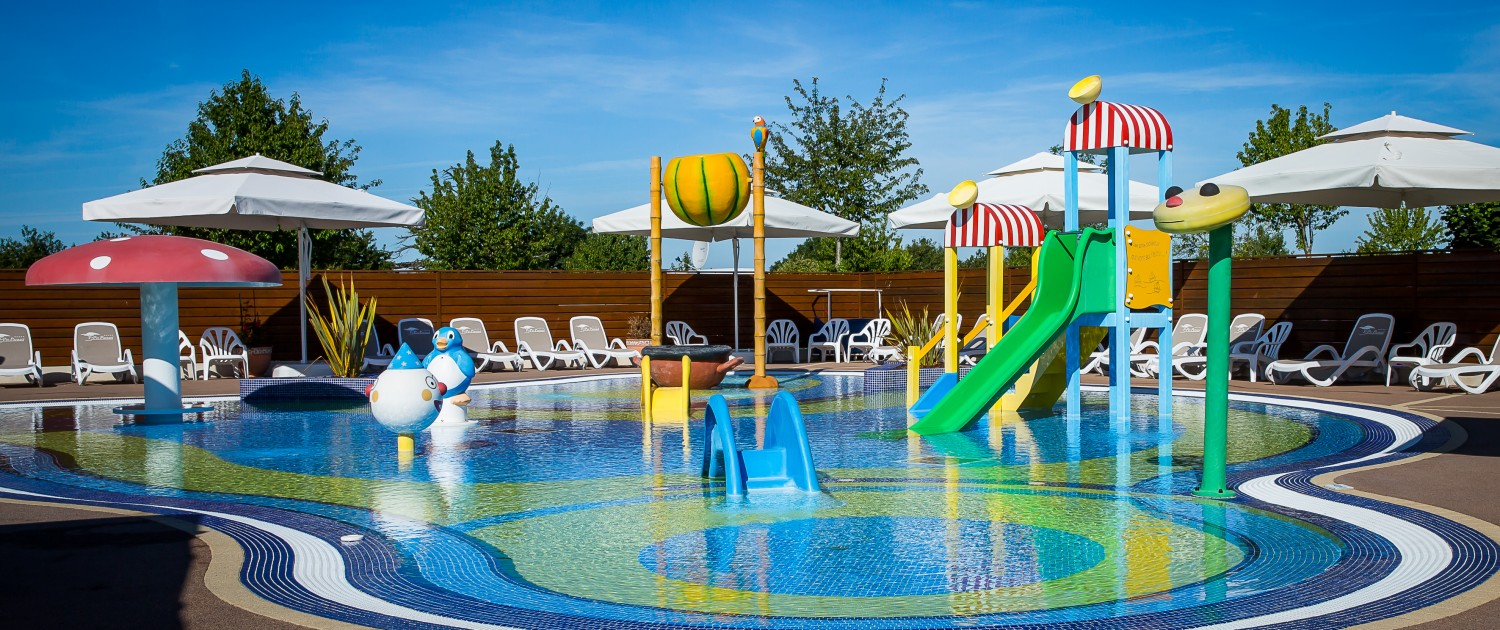 Pataugeoire camping vend e 5 toiles le pin parasol for Camping 5 etoiles vendee piscine couverte