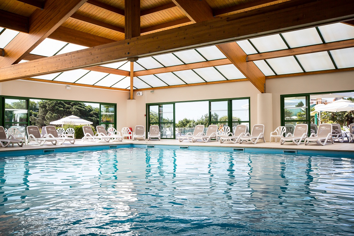 Camping vend e 5 toiles le pin parasol for Hotel avec piscine foret noire