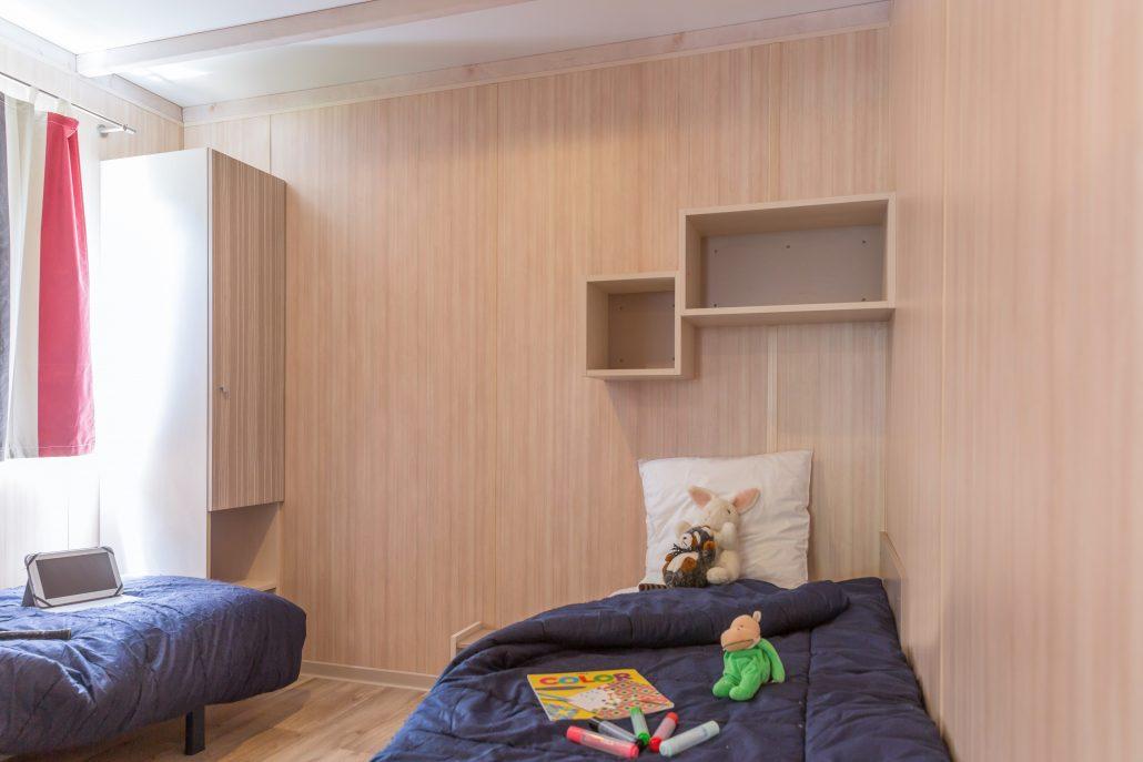 chalet 4 5 p 2 ch pmr camping vend e 5 toiles le pin parasol. Black Bedroom Furniture Sets. Home Design Ideas