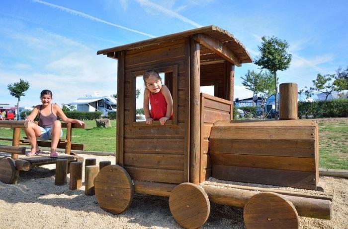aire de jeux pour les enfants au camping qualité