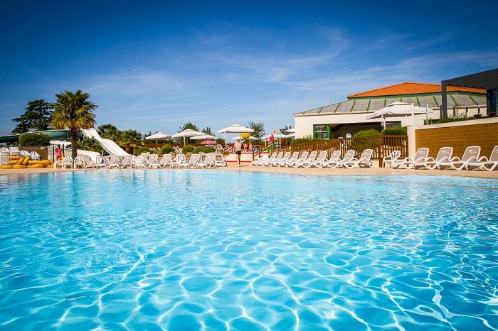 piscine avec toboggans en Vendée