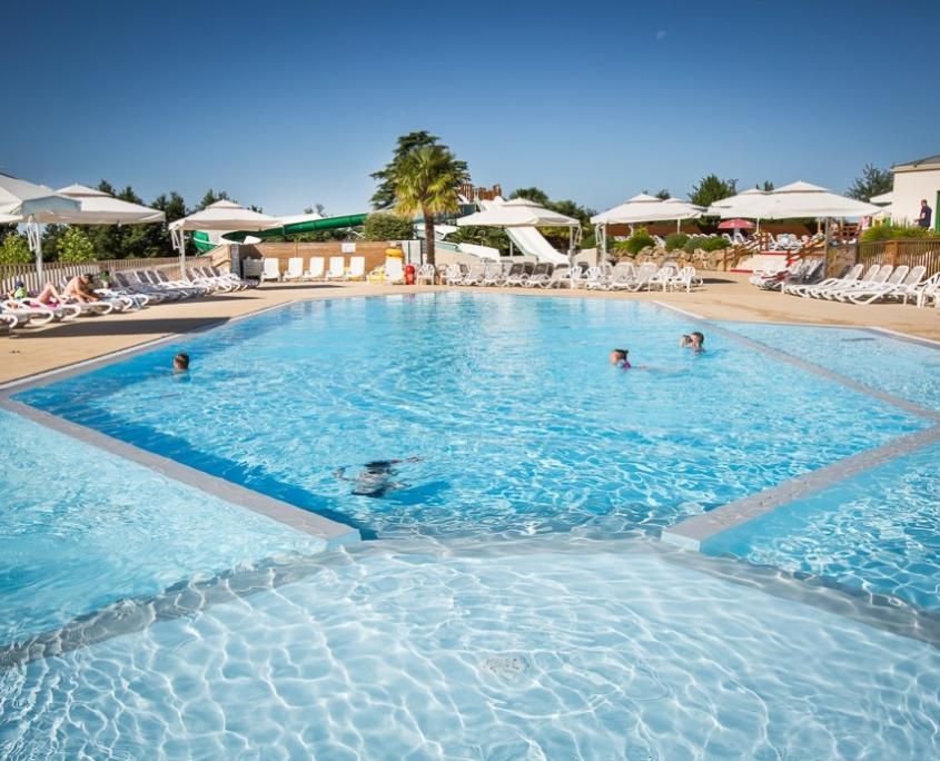 piscine du camping 5 étoiles en vendée