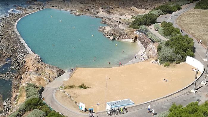 piscine naturelle avec eau de la mer aux Sables d'Olonne